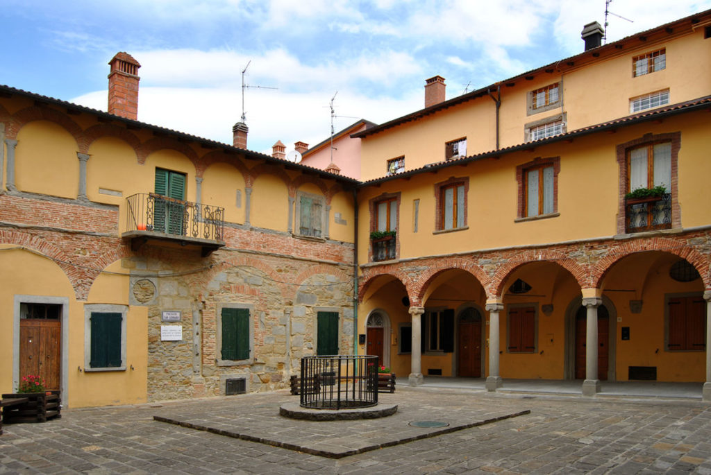 Monghidoro_-_Italy_-_cloister_of_St_Michael_Abbey_(1530)